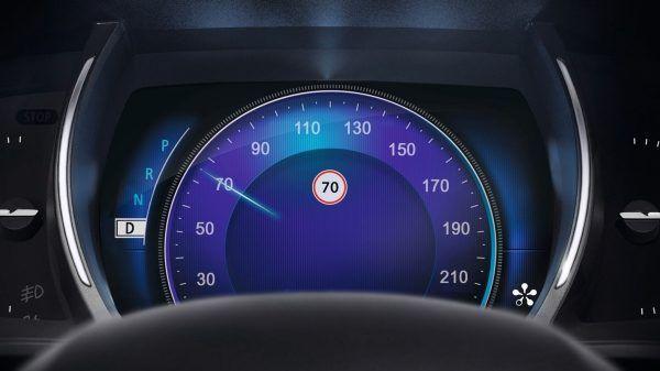 Новий Renault MEGANE Sedan пропонує цифрову панель приладів з семидюймовим кольоровим TFT LCD дисплеєм