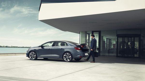 Якщо у вас зайняті руки, то відчинити багажник нового Renault MEGANE Sedan — не проблема.