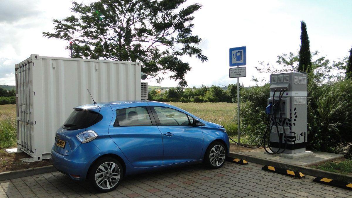 Новая эра питания электромобилей: в Европе появились станции подзарядки электромобилей от восстановленных аккумуляторов Renault