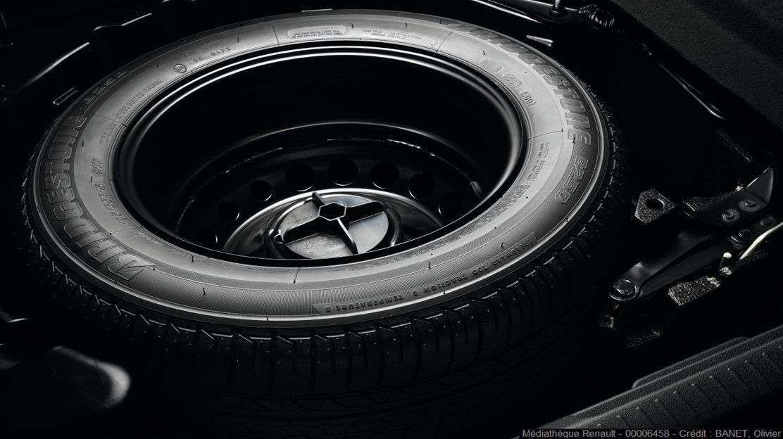 Повнорозмірне запасне колесо та дорожній набір засобів безпеки