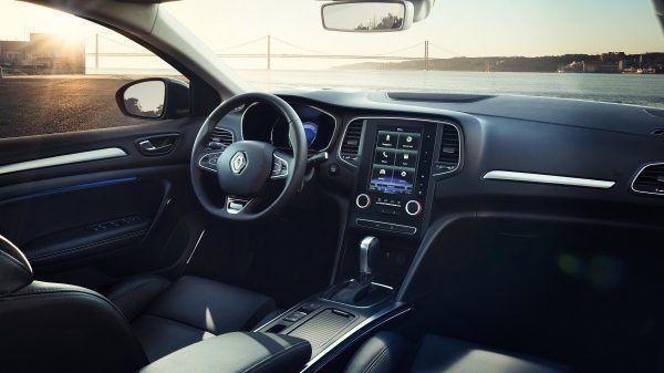 Якісні та приємні на дотик матеріали оздоблення, хромовані деталі, хай-тек риси подарують відчуття комфорту, елегантності та преміальності новому Renault MEGANE Sedan.