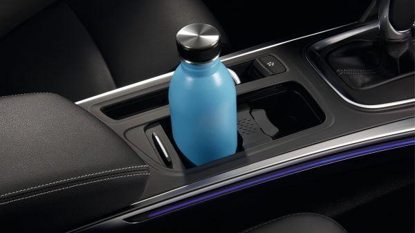 Новий Renault MEGANE Sedan зробить будь-яку поїздку особливою завдяки просторому салону, корисним деталям оздоблення та якісним матеріалам. Влаштовуйтесь зручніше та насолоджуйтесь подорожжю.