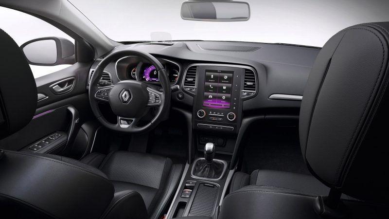 У салоні нового Renault MEGANE Sedan ви перебуваєте в центрі подій.