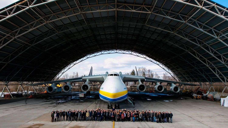 """Дилерська конференція Renault Навесні 2017 року відбулася дилерська конференція Renault, на якій були підведені підсумки роботи дилерської мережі в 2016 році. Особливістю конференції стало ексклюзивне місце проведення заходу. Вперше компанія «Рено Україна» зібрала керівників офіційної дилерської мережі на борту найбільшого літака в світі - Ан-225 """"Мрія""""."""