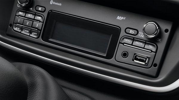 """Радіо з Bluetooth, USB та дзвінки в режимі """"вільні руки"""""""